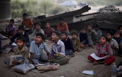 Gratis School Onder De Brug in Delhi, India